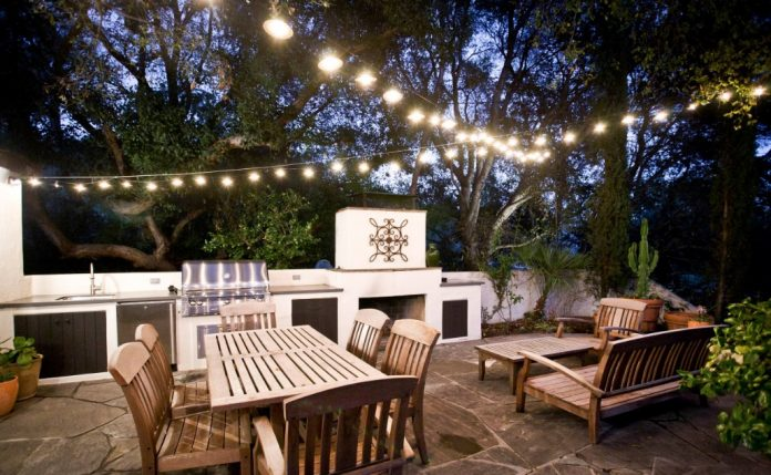 Outdoor Entertaining Is Fun & Can Be Done Safely